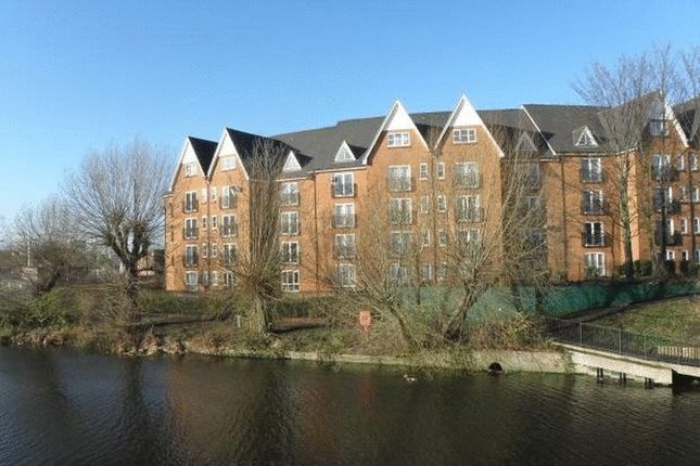 Thumbnail Flat to rent in Prebend Street, Bedford