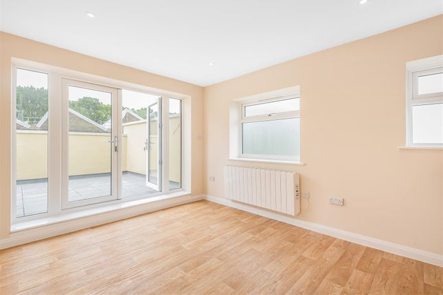 1 bed flat to rent in Forest Road, Effingham Junction, Leatherhead KT24