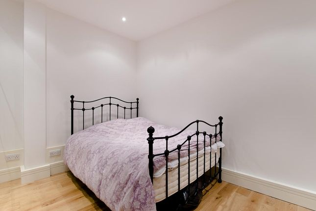 Bedroom of Barnsbury Street, London N1