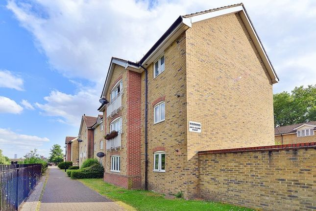 Thumbnail Flat for sale in Towpath Walk, London