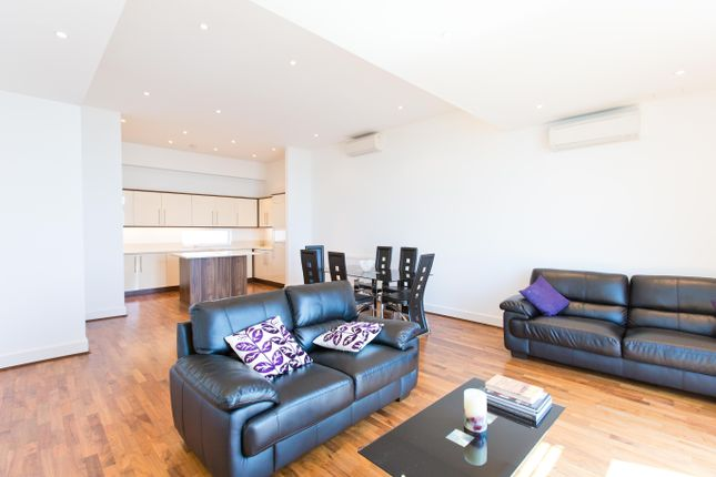3 bed flat to rent in Church Road, Southend On Sea SS1