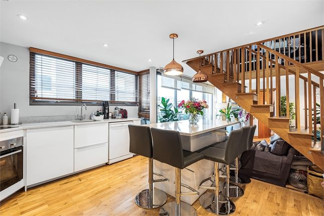 3 bed flat for sale in Tanner Street, London SE1