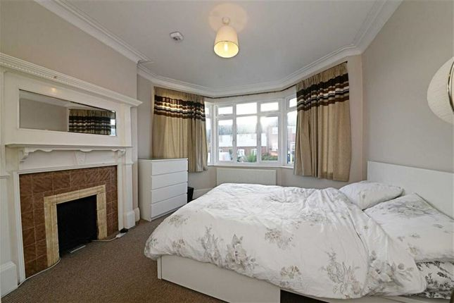 1 bed flat for sale in Squires Lane, Finchley, London
