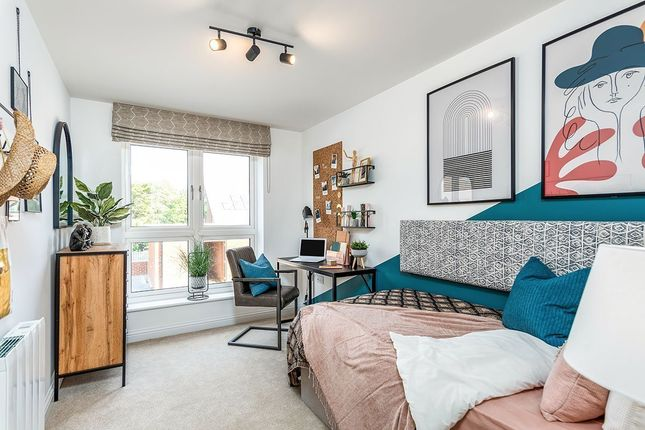2 bedroom flat for sale in Warmington Mews, Pine Grove, Crowborough, East Sussex
