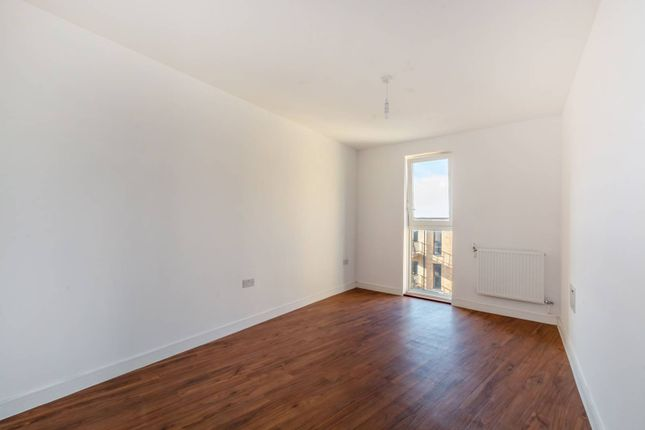 Thumbnail Flat for sale in Cabot Close, Croydon