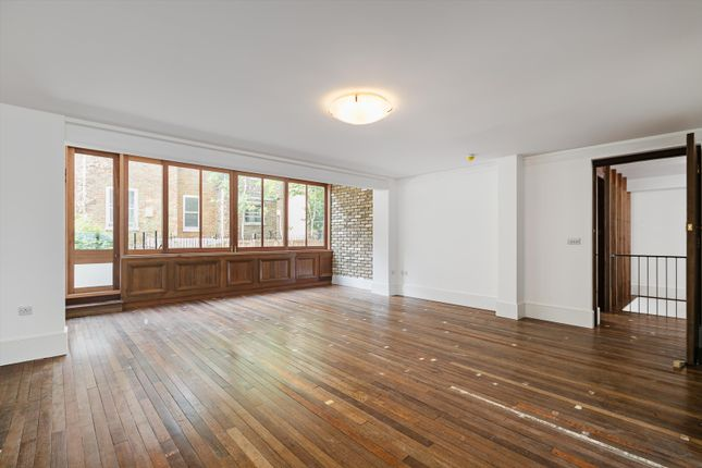Thumbnail Flat to rent in Cornwall Crescent, Notting Hill, London