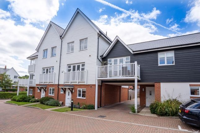Thumbnail Terraced house for sale in Greenwich Drive, High Wycombe