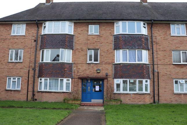 2 bed flat to rent in Elsinge Road, Enfield EN1