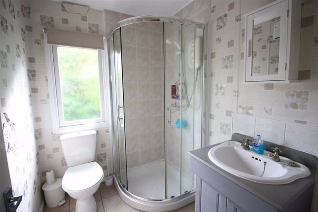 Bathroom of 7, Cedar Court, Valley View Holiday Park, Welshpool, Powys SY21
