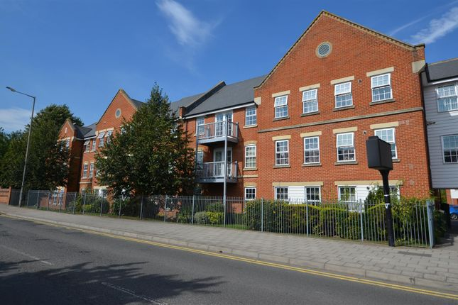 Thumbnail Flat for sale in Florey Gardens, Aylesbury