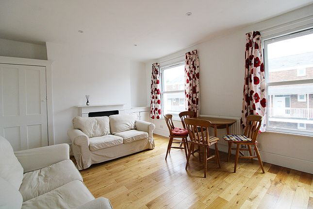 3 bed flat to rent in Hornsey Road, Upper Holloway, London N19