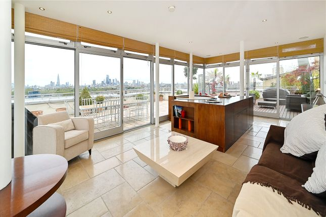 Thumbnail Flat for sale in Pierpoint Building, 16 Westferry Road, Canary Wharf, London