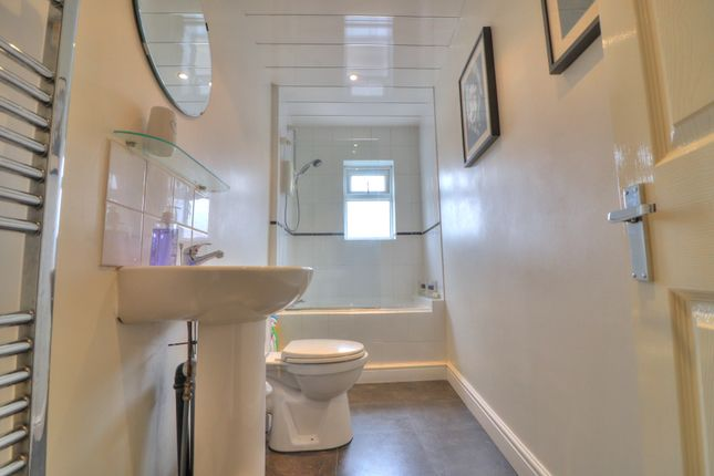 Family Bathroom of Coomassie Street, Radcliffe, Manchester M26