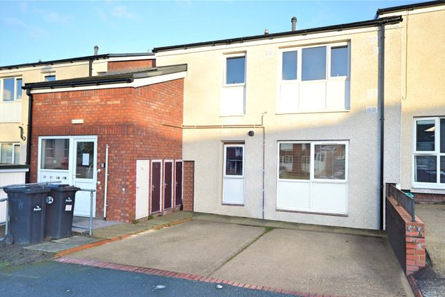 2 bed flat to rent in Lon Maesycoed, Maesydail, Newtown, Powys SY16