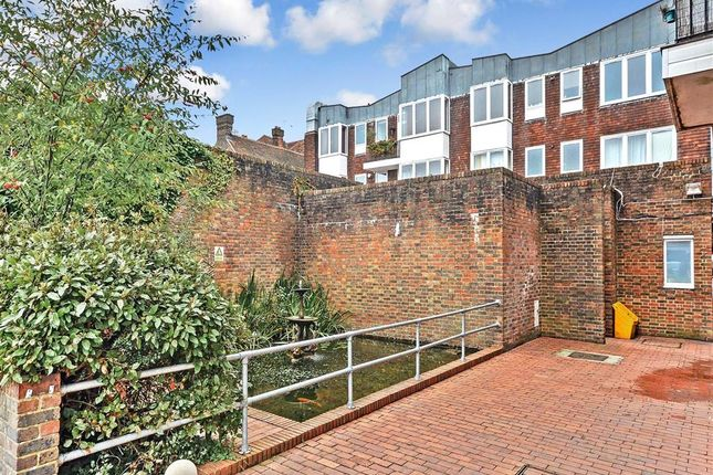 Thumbnail Flat for sale in High Street, Petersfield, Hampshire