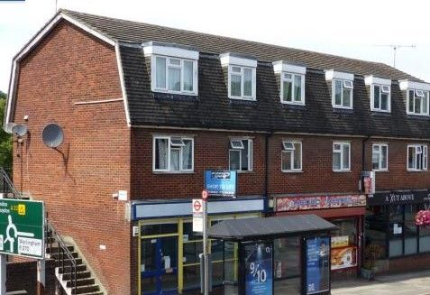 2 bed flat to rent in Godstone Road, Whyteleafe CR3