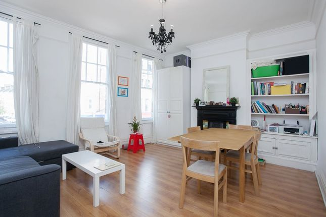 2 bed flat to rent in St. John's Road, London SW11