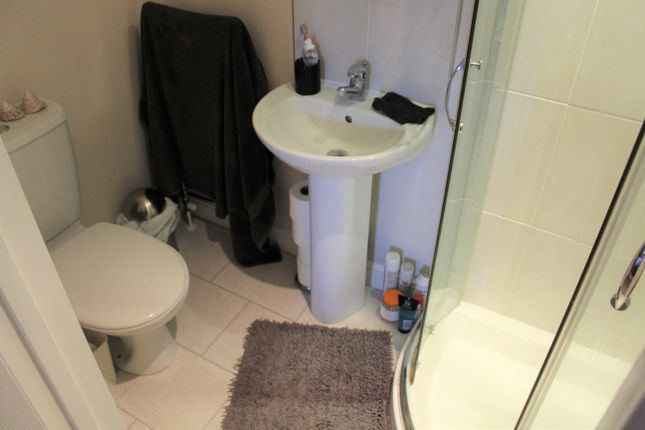 Ensuite of Kirtleton Avenue, Weymouth DT4