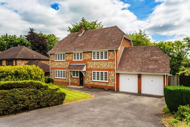 5 bed detached house for sale in Petworth Close, Coulsdon