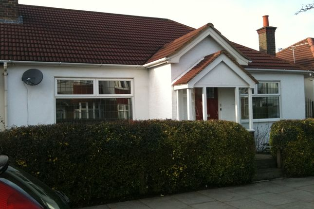 Thumbnail Terraced bungalow to rent in Edgehill Road, Mitcham