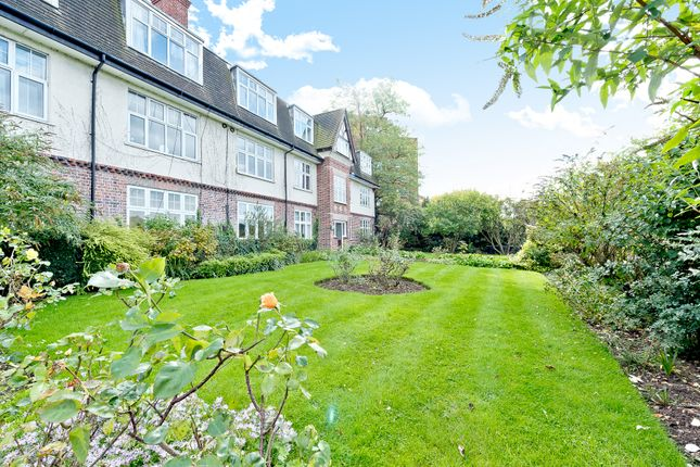 2 bed flat for sale in Portsmouth Road, Surbiton