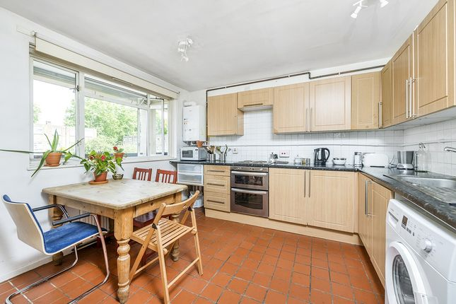 Flat for sale in Hawthorne Close, London