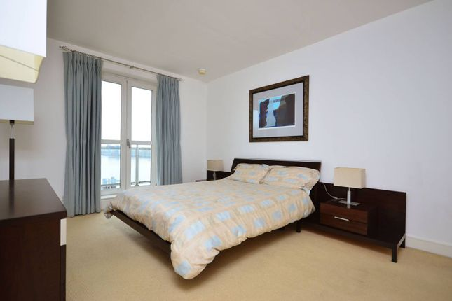 Thumbnail Flat to rent in Hanover House, Canary Wharf
