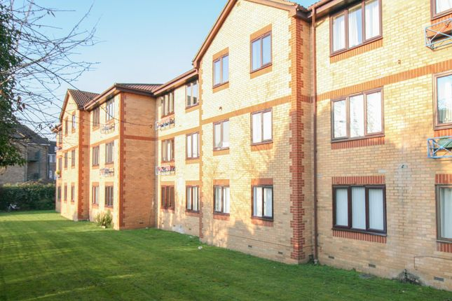 2 bed flat for sale in Kinnaird Close, Taplow - Available To View, Call Now!
