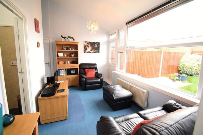 Thumbnail Bungalow for sale in Bishopsfield, Harlow, Freehold