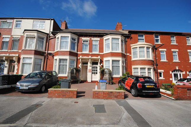 Thumbnail Flat to rent in Knowle Avenue, Blackpool