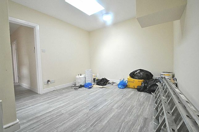 Thumbnail Retail premises to let in The Roundway, London
