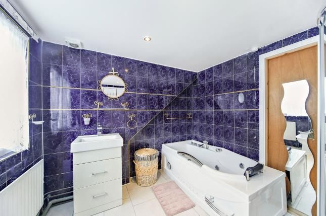 En-Suite of Crocus Close, Shirley, Croydon, Surrey CR0