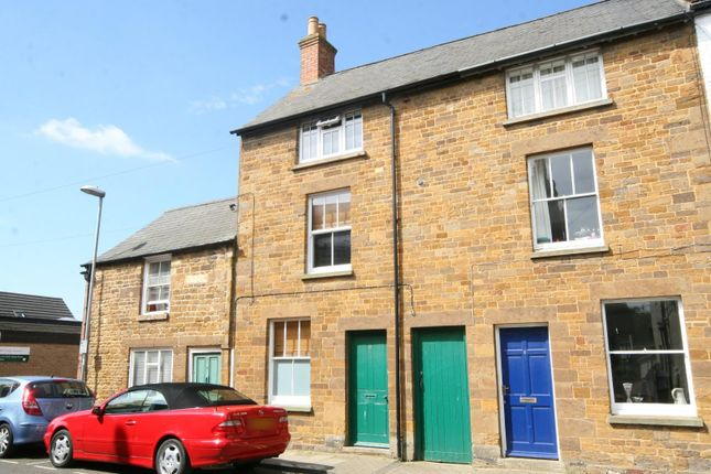 3 bed terraced house to rent in Queen Street, Uppingham, Oakham LE15