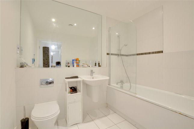 Bathroom of William Court, 40 Greenwich High Road, Greenwich, London SE10