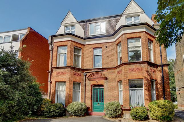 Thumbnail Flat to rent in Parklands, Berrylands, Surbiton