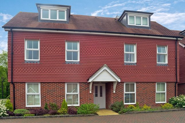 2 bed flat to rent in Linfield Lane, Ashington, Pulborough