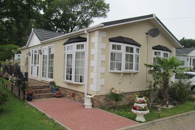 Thumbnail Mobile/park home for sale in Abbotts Way, Pilgrims Retreat (5656), Harrietsham, Maidstone, Kent