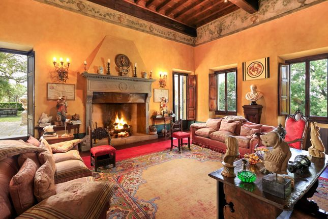 Apartments for sale in florence tuscany italy florence for Interni di ville classiche