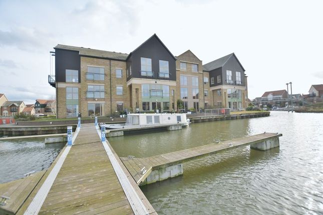 Thumbnail Flat for sale in Marine Point Apartments, Marine Approach, Burton Waters, Lincoln