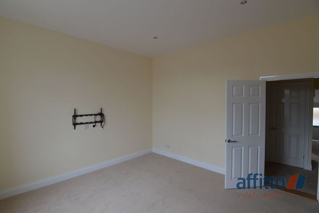 Thumbnail Flat to rent in Station Road, Law, Carluke