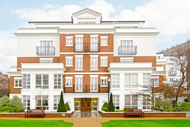 Thumbnail Flat to rent in Stone Hall Gardens, London