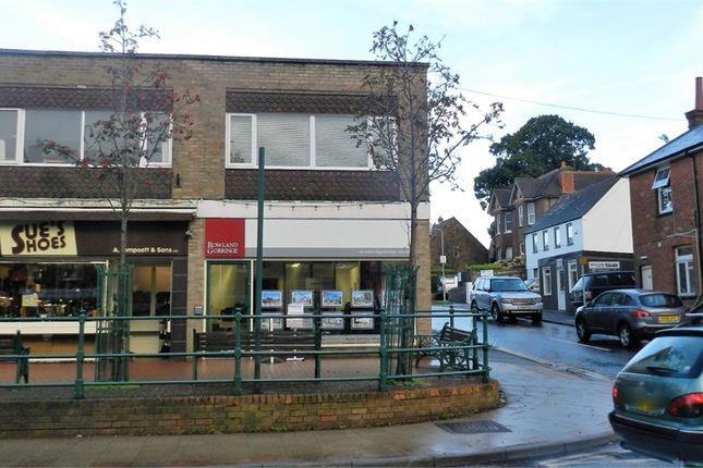 2 bed flat to rent in High Street, Heathfield, East Sussex TN21
