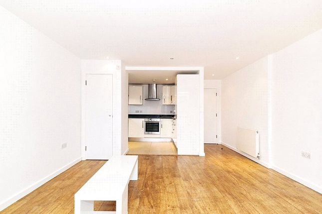 Thumbnail Flat to rent in Waterson Street, London