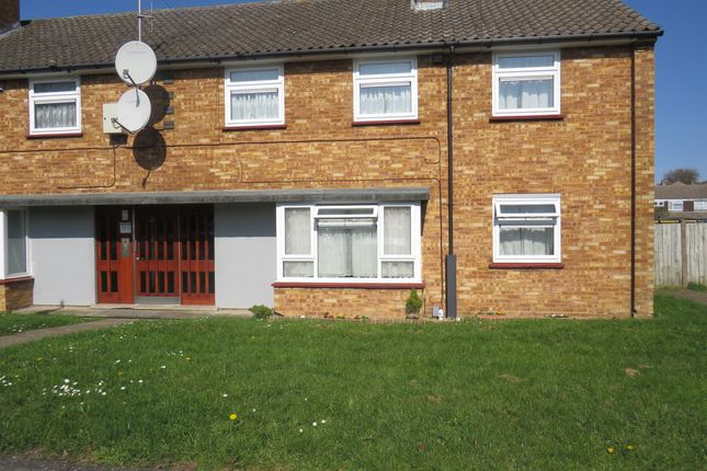 Thumbnail Flat for sale in Helmsley Close, Luton