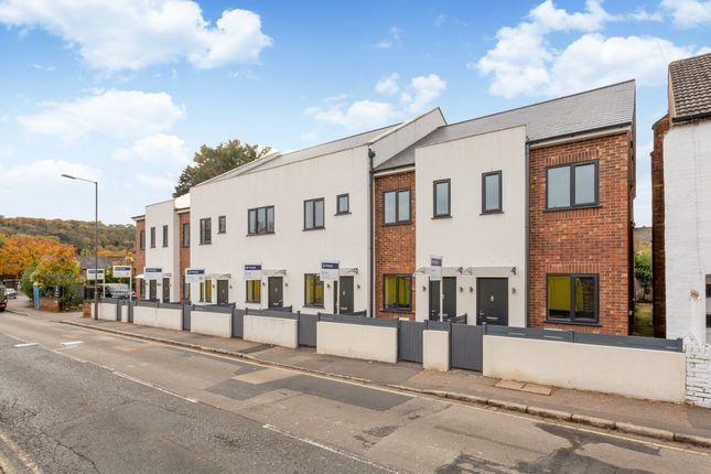 Thumbnail Terraced house to rent in Gordon Road, High Wycombe