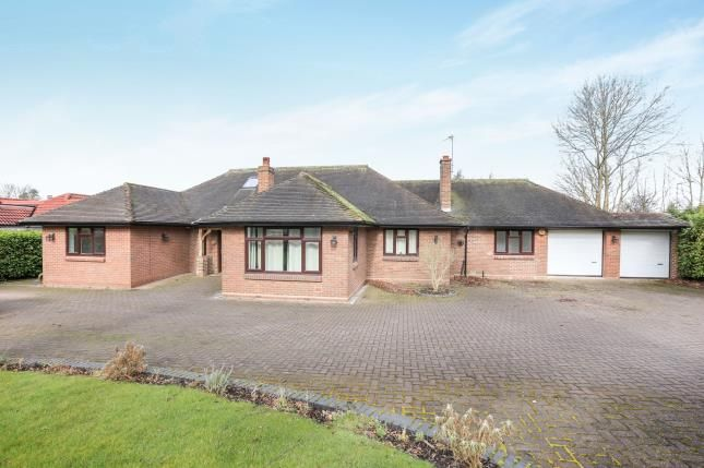 Thumbnail Bungalow for sale in Foxlands Drive, Wolverhampton, West Midlands