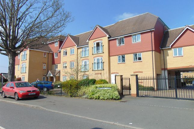 Thumbnail Flat to rent in Charlcot Mews, Bower Way, Cippenham
