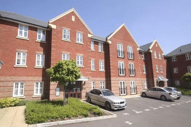 Thumbnail Flat to rent in Kingsbridge Drive, London