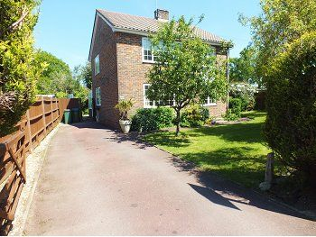 4 bed detached house to rent in Church Close, Lower Beeding, West Sussex