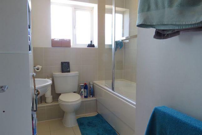 Bathroom of Longships Way, Reading RG2